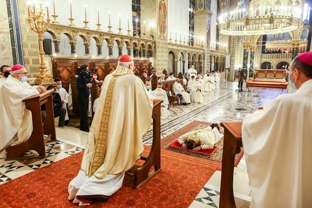 Pécsi püspökké szentelték és beiktatták hivatalába az egykori debreceni plébánost