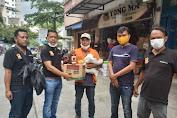 Ketua Pewarta Bagikan Sembako di Medan