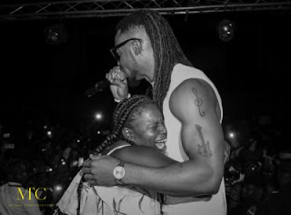 Flavour Mali Show 17 600x443 400x295 - ENTERTAINMENT: 5 Epic Ways Die Hard Fans Have Proved Their Love To Nigerian Celebrities