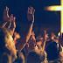 O povo clama a Deus por dias melhores