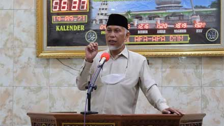 Mahyeldi ceramah subuh di Masjid Raya Kampung Baru Pariaman