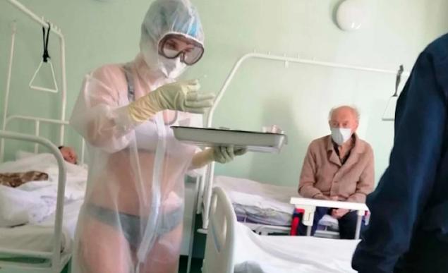 Coronavírus: Enfermeira é suspensa após usar roupas íntimas embaixo do EPI