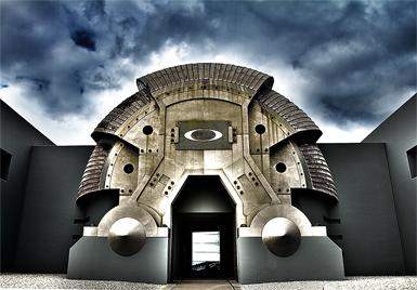 9b8d216c1 Apesar da arquitetura, em cujo estilo impera o concreto e o ferro, e da  temática bélica, o clima é de paz. Jovens funcionários trajando bermuda, ...