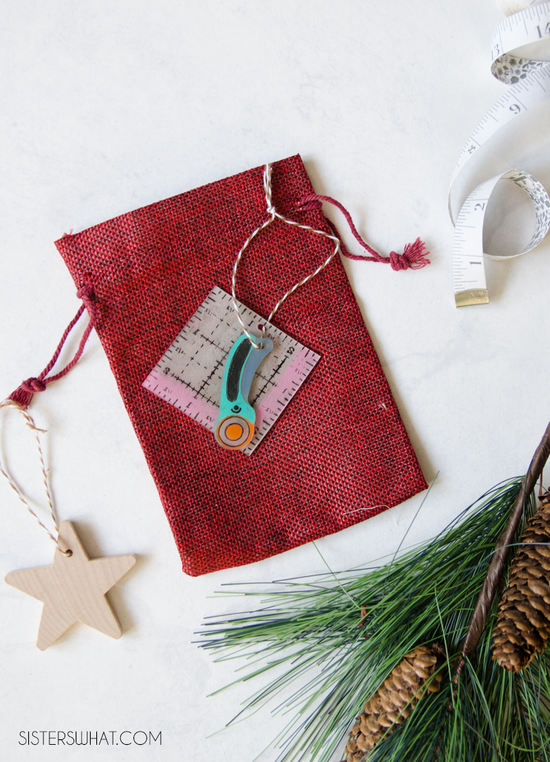 DIY quilting keychain for quilter in your life.