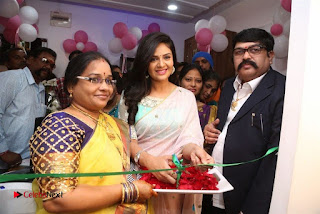 Sreemukhi Launches Manvis Saloon  0054.jpg