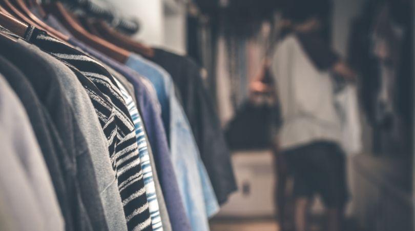 arti mimpi beli baju baru menurut Islam