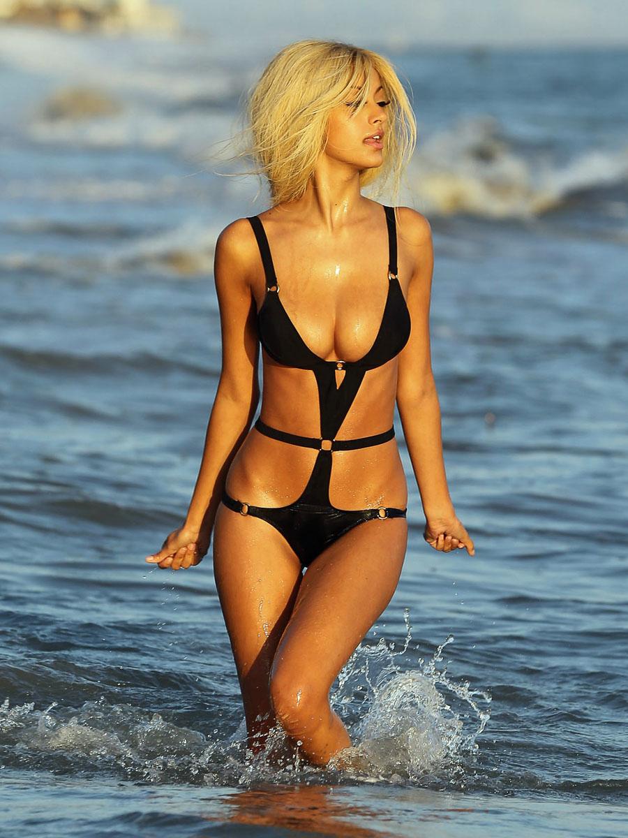 Sexy Bikini Photo Gallery