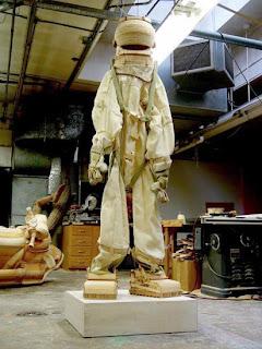 astronauta hecho con madera