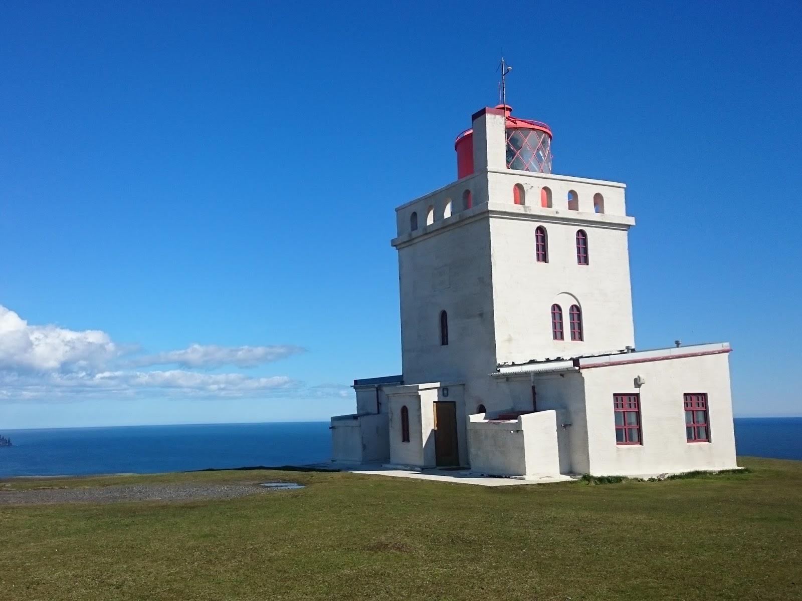 Latarnia na Dyrholaey, Dyrholaey, Islandia, islandzki krajobraz, blog o Islandii