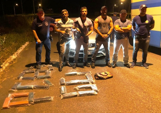 Trio é preso com 30 kg de maconha em ônibus na região de Itapetinga