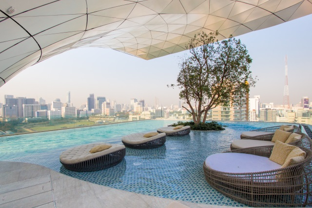 swimming pool of Waldorf Astoria Bangkok