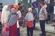 Polisi Tertibkan Kerumunan Nasabah Bank BRI Di Rembang