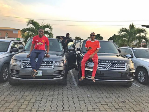 Tekno and Ubi Franklin pose with their identical Range Rovers