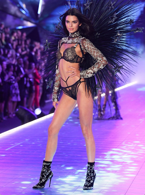 Update of Kendall Jenner heats up the 2018 Victoria's Secret Fashion Show