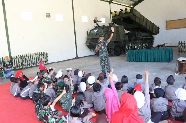 Yonarmed 10 Kostrad Bentuk Karakter Anak  Cinta Indonesia