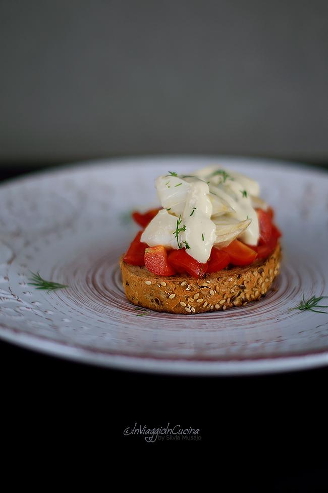 Bruschetta con baccalà e salsa pil pil