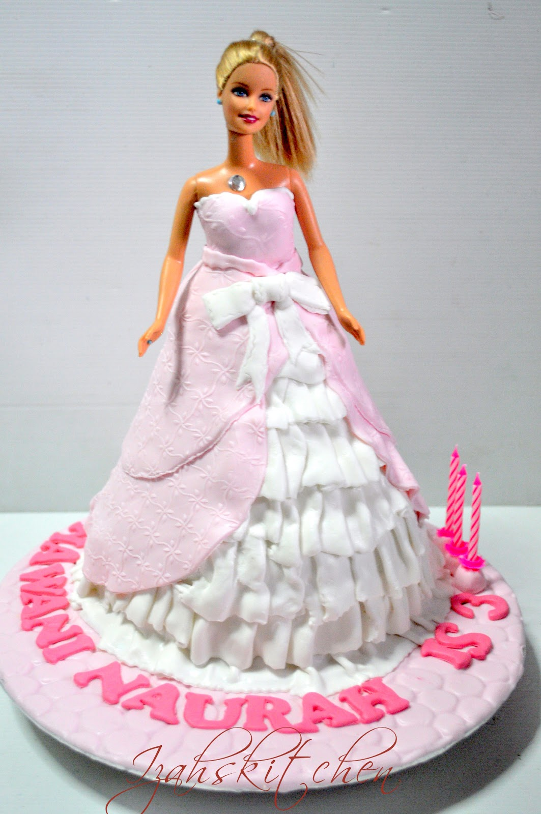 Izah S Kitchen Barbie Doll Cake For Hawani