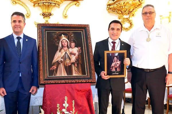 Montiel pinta a la Virgen del Carmen del Barrio del Palo