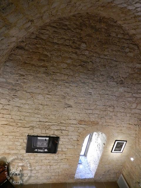 TRESQUES (30) - Donjon (XIIe siècle)