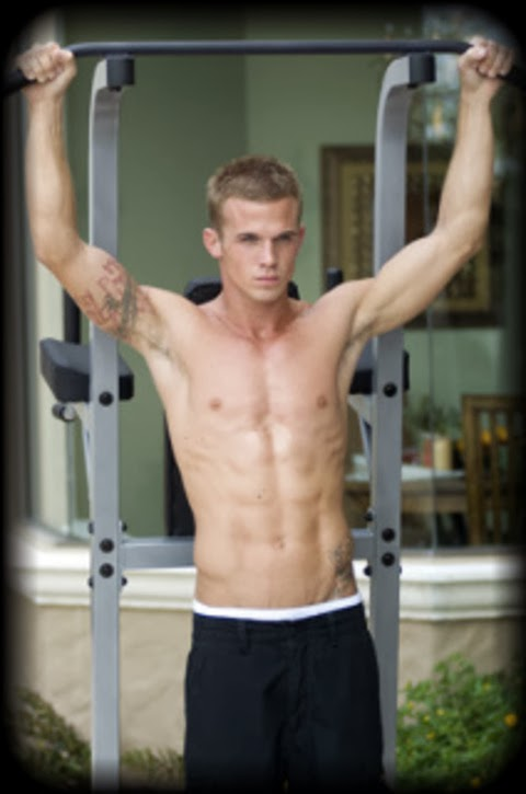 giulia lena fortuna 125 sexiest men alive platz 56 cam gigandet. Black Bedroom Furniture Sets. Home Design Ideas