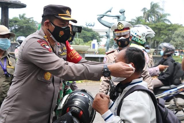 Polresta Tangerang, Pemkab, dan Kodim Tigaraksa Gelar Operasi Yustisi Serentak dan Bagikan 10.300 Masker