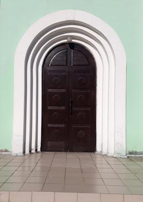 Фото для вас бесплатно / Photo is free for you, p_i_r_a_n_y_a - Темная дверь в бирюзовой стене