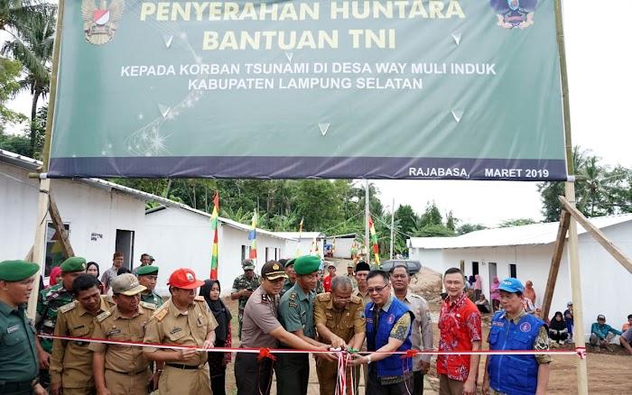 40 Huntara Bantuan TNI Diserahkan Kepada Warga Terdampak Tsunami Di Kecamatan Rajabasa.