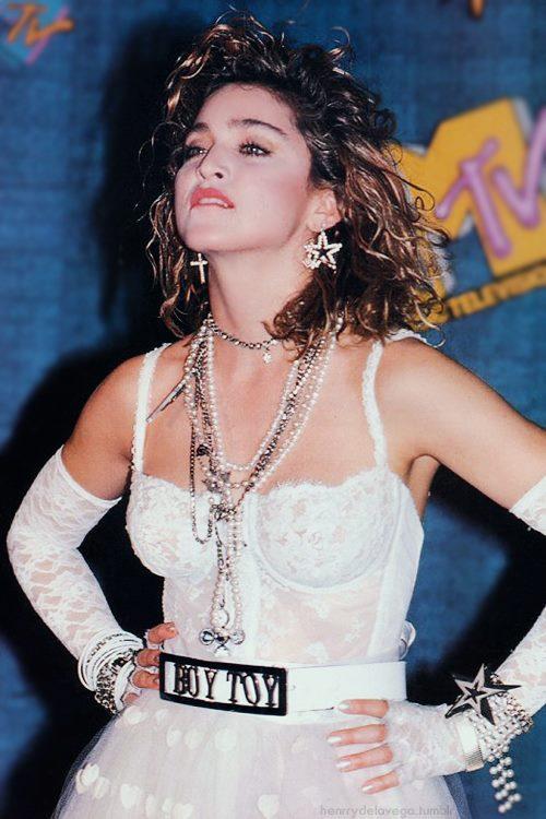 IMAGE(http://1.bp.blogspot.com/-87FY69UTlBM/UgugpgfEeeI/AAAAAAAABQU/jWpRMd4o0Uk/s1600/madonna-boy-toy-belt-like-a-virgin.jpg)