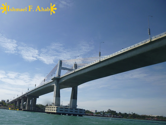 Marcelo Fernan Bridge crossing the Mactan Channel in Cebu