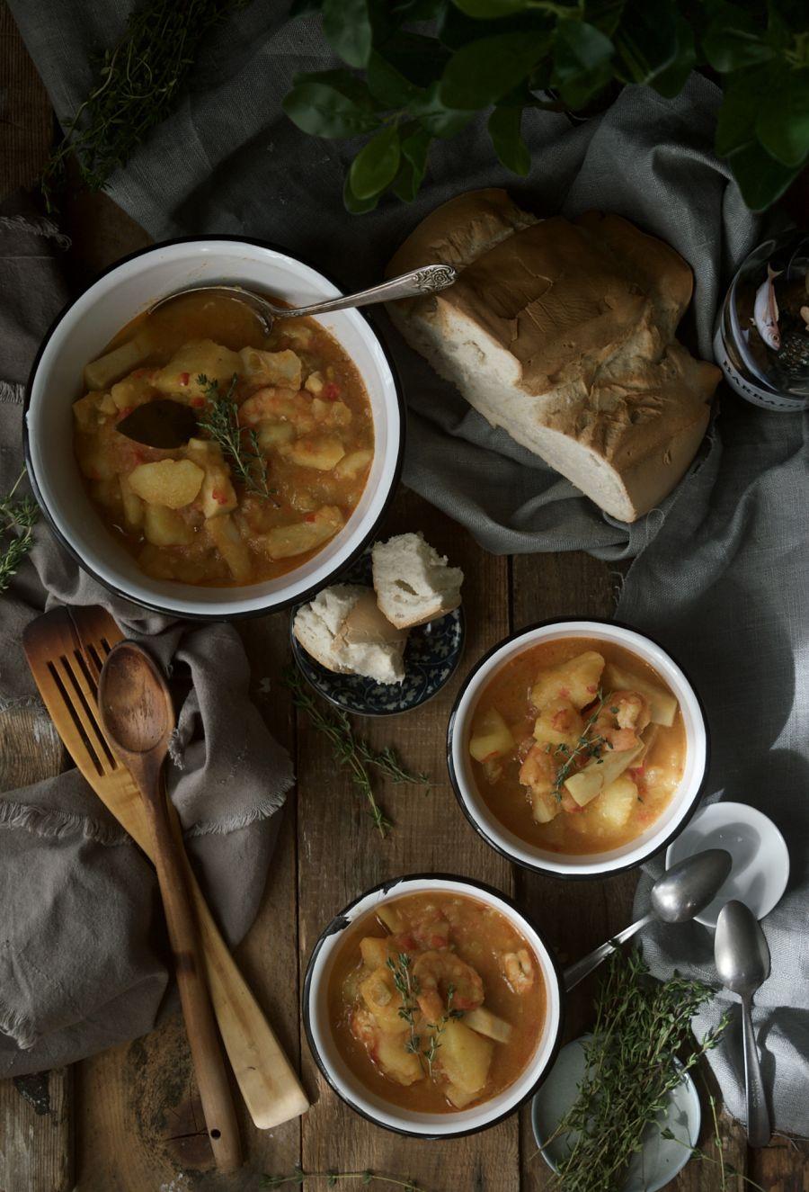 patatas-con-choco-y-langostinos