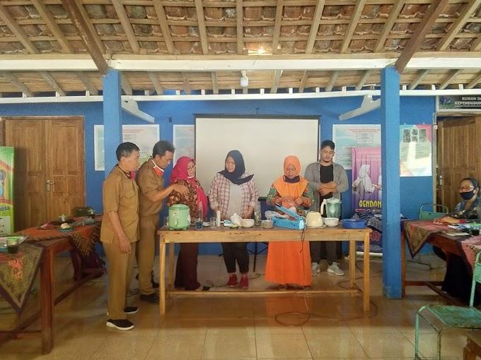 Pelatihan Pengolahan Bunga Telang di Kampung KB Watumengkurep Rongkop