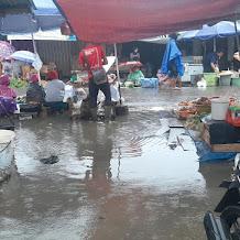 PKL Pasar Atas Sarolangun Keluhkan Genangan Air