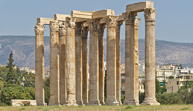 Οι στύλοι του Ολυμπίου Διός, ο μεγαλύτερος ναός της αρχαιότητας – Πώς γκρεμίστηκαν οι περισσότερες από τις 104 κολώνες που ζύγιζαν 364 τόνους