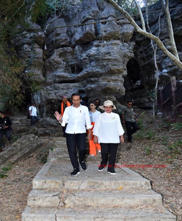 Presiden dan Ibu Iriana Meninjau Kawasan Gua Batu Cermin di NTT