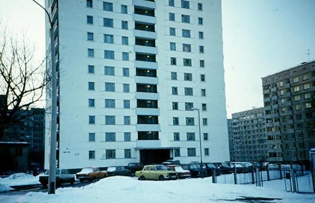 1991 год. Рига. Пурвциемс. Во дворе недалеко от улицы Деглавас (автор фото: Elīna Tjutjunnika)