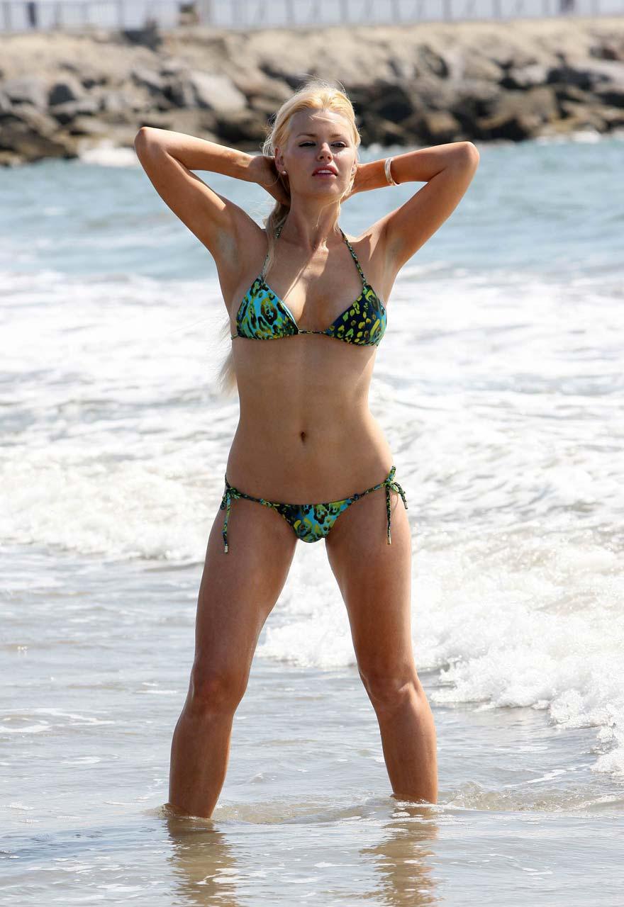 Sex Free Nude Celebs At Beach Photos