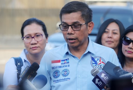 Hinca: Bersyukur Indonesia Mampu Kelola Covid-19 Kurang Tepat, Seharusnya Jokowi Minta Maaf!