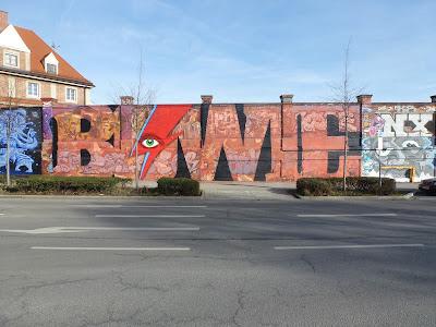 Hommage an David Bowie (gestotben am 10. Januar 2016) an der Tumblinger Straße, München von Lando und Cis Cis.