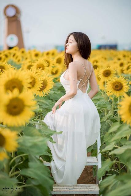 Thả dáng giữa rừng hoa hướng dương, cô bạn này được CĐM khen tới tấp vì thần thái quá đỉnh