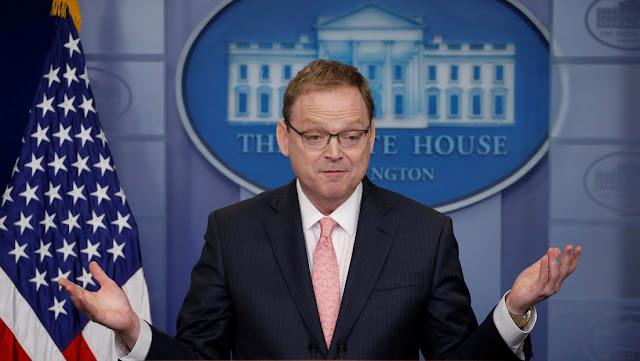 """Asesor económico de la Casa Blanca dice que le """"da miedo ir a trabajar"""" después de que 2 empleados dieran positivo por coronavirus"""