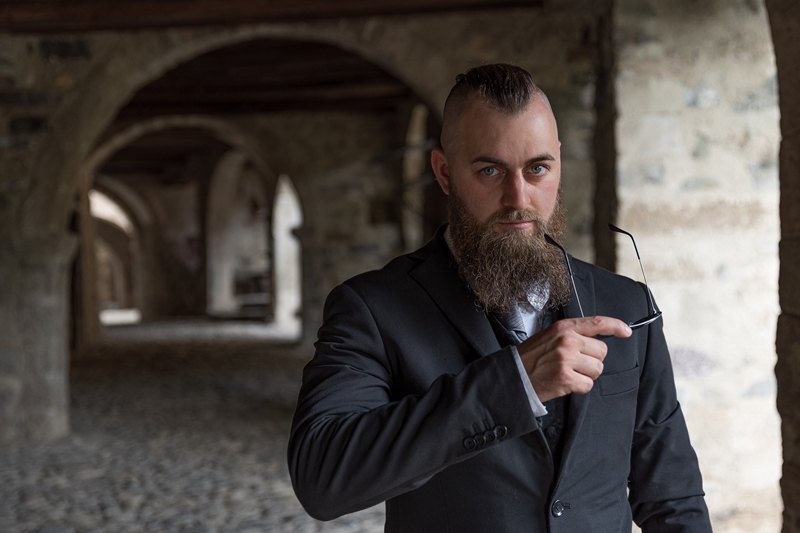 Pandeminin sonucu: Kısa saç, uzun sakal