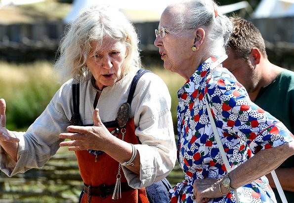 Queen Margrethe visited Ribe Viking Center. Princess Benedikte made a special visit to Jacob A. Riis Museum. Summer dress