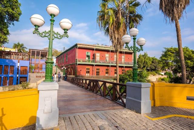Figure 1. El Puente de los suspiros, Barranco - sybcodex.com
