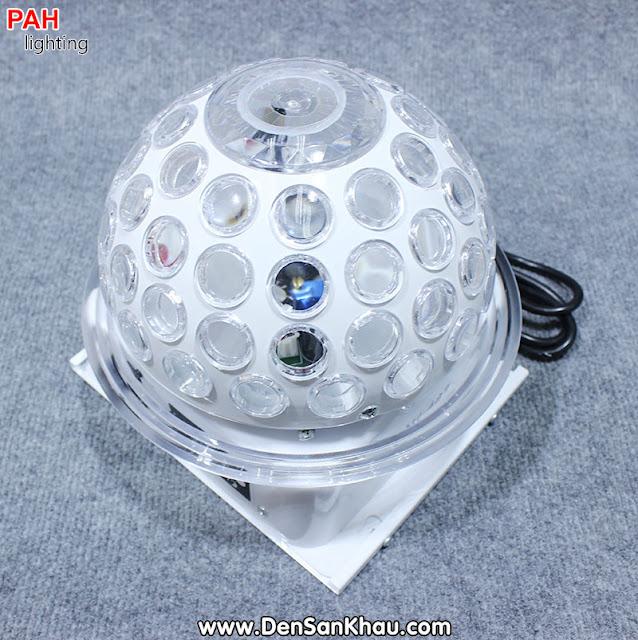 Là một trong số ít đèn trang trí karaoke được trang bị 2 tính năng trong một. Ở LED Fala sử dụng 2 bóng Laser với 2 màu RED 150mw và Green 50mw với nhiệm vụ đánh nền hoa văn và các biểu tượng đặc sắc.