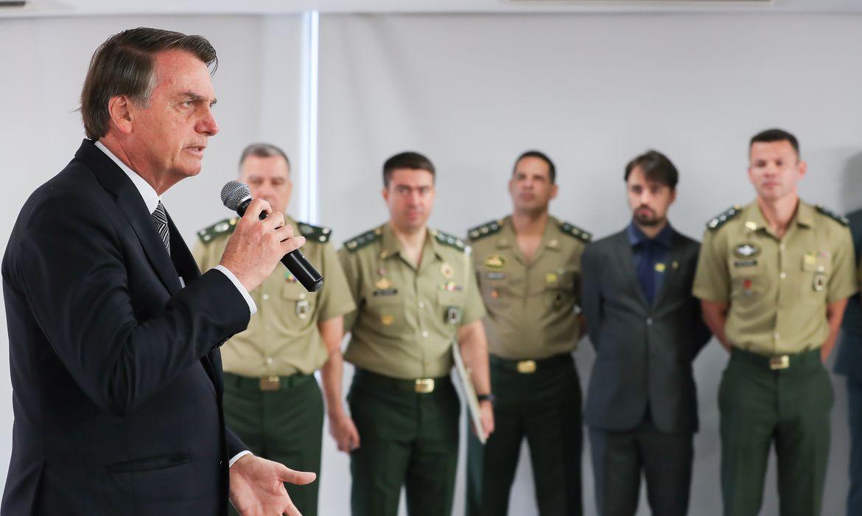 """""""Meu Exército não vai para a rua para obrigar o povo a ficar em casa"""", diz Bolsonaro"""