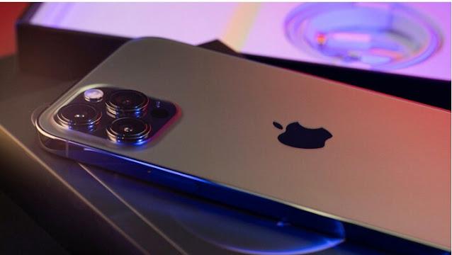 "Alt: = ""photo of Apple iPhone"""