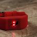 Esta pulsera te da una descarga eléctrica si gastas mucho dinero
