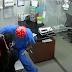 Όταν η γάτα προσπάθησε να σώσει τον σκύλο από τον κτηνίατρο
