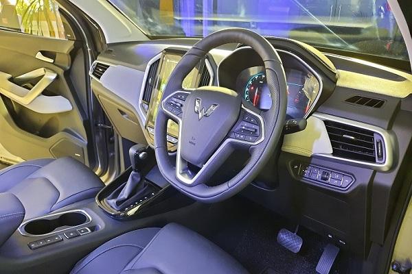 Desain Interior Wuling Almaz RS dengan Kompartemen Lebih Banyak