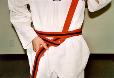 Cara Mengikat Sabuk Taekwondo 3